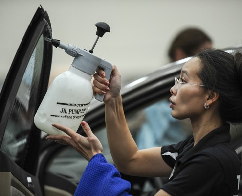 A Rayno Employee demonstrating the window tint application process